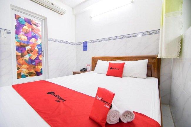 """Khách sạn RedDoorz là Top 10 Khách sạn giá """"rẻ mà tốt"""" nhất Quận Tân Phú"""