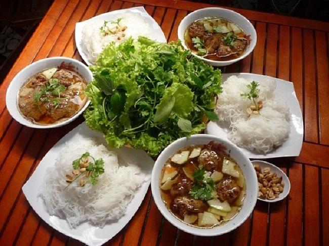 Bún chả Hoa Đông là Top 20 Quán ăn ngon ở quận 1, TPHCM bạn nên đến nhất