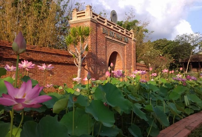 """Đại học Phan Thiết là Top 10 Trường đại học có khuôn viên """"xanh"""" đẹp nhất Việt Nam"""